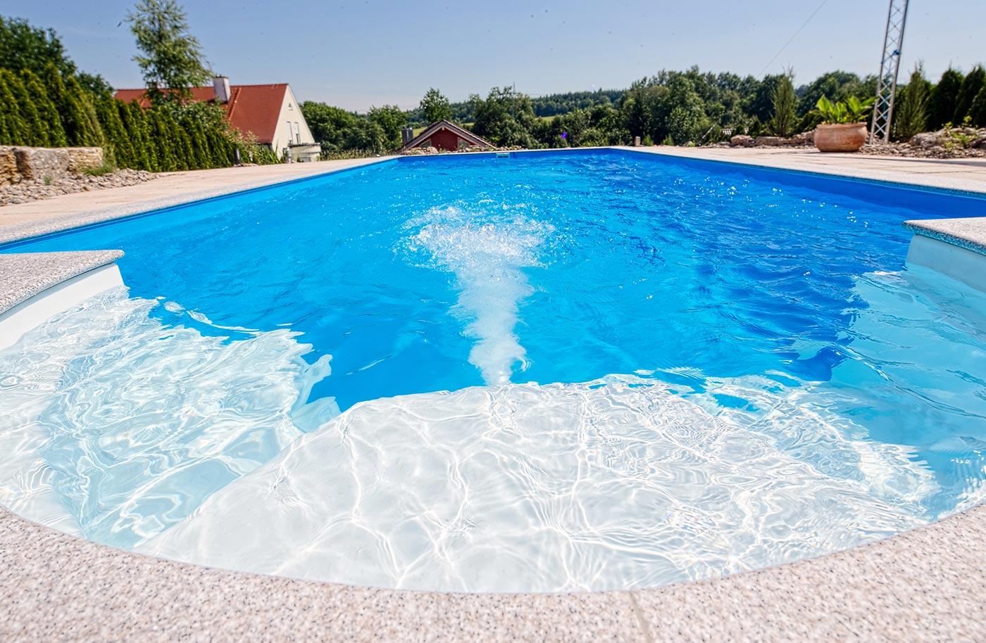 Swimming pool mit holzverkleidung rundes aufstellbecken for Garten pool korfu 1
