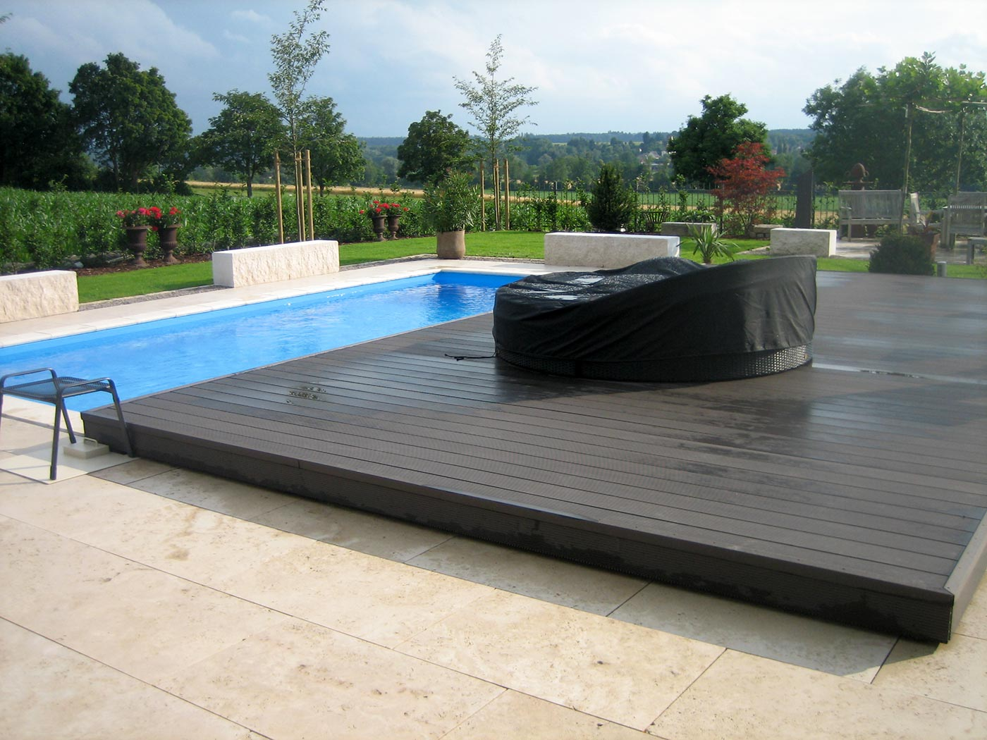 pooldecks das fahrbare pooldeck als poolabdeckung f r. Black Bedroom Furniture Sets. Home Design Ideas