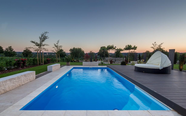 Pools und schwimmbecken referenzen for Pool stahlwand eckig